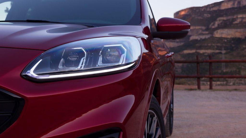 Ford Kuga - Dettaglio fari